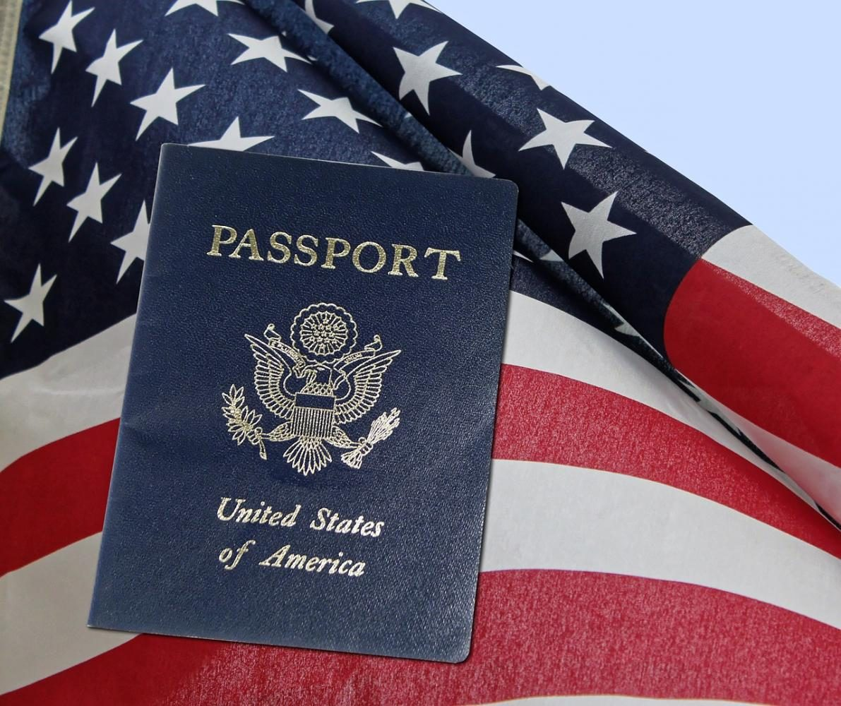 What does the color of your passport mean?