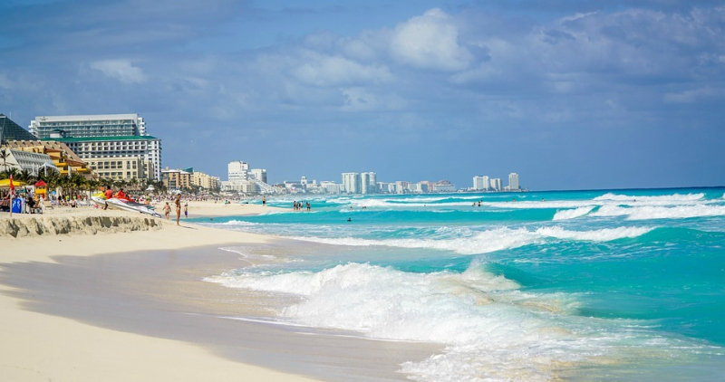 View+of+a+beautiful+beach+in+Cancun.