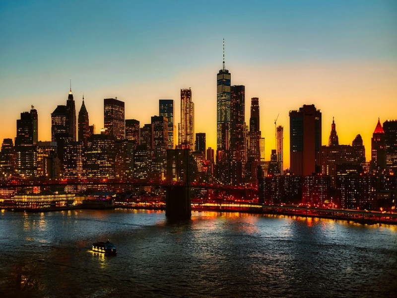 A+picture+of+the+nighttime+view+in+New+York+City%2C+New+York.+