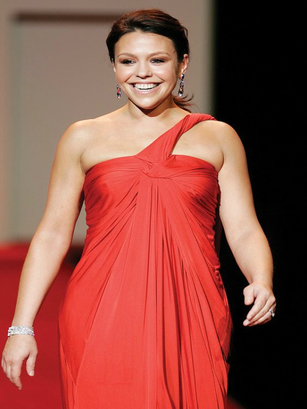 A+picture+of+Rachael+Ray+wearing+a+red+dress
