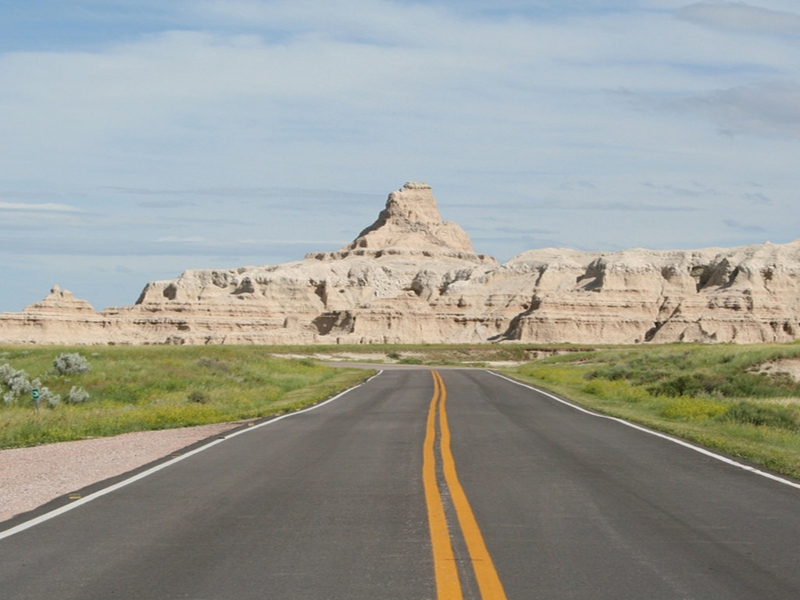 A+picture+of+the+road+while+driving+on+it+during+a+road+trip.+