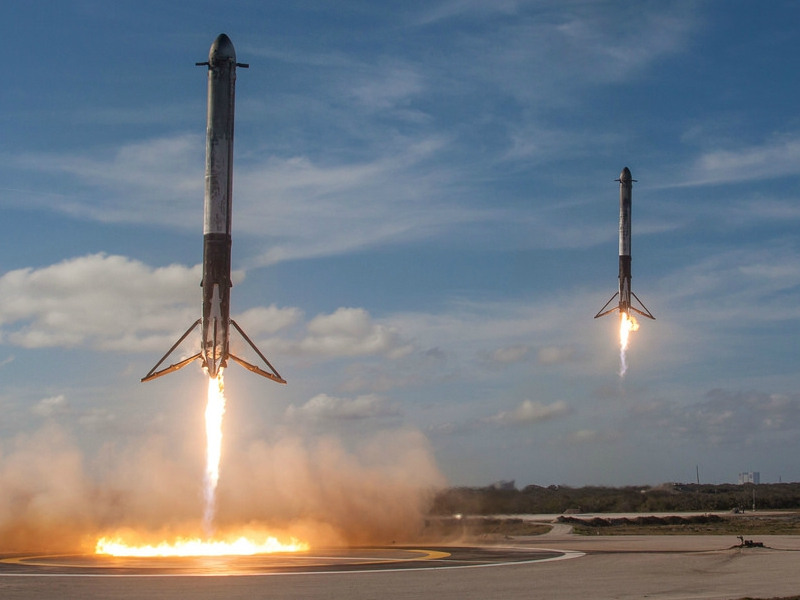 SpaceX+Rocket+Boosters+Returning+to+Earth