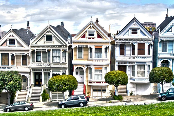 The row of houses in San Francisco where the Fuller House house is located