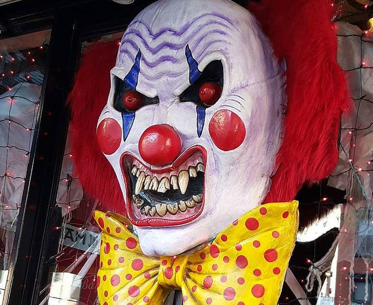 A+scary+clown+mask+commonly+seen+in+scary+movies.