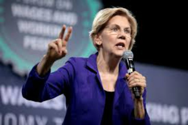 U.S.+Senator+Elizabeth+Warren+speaking+with+attendees+at+the+2019+National+Forum+on+Wages+and+Working+People+