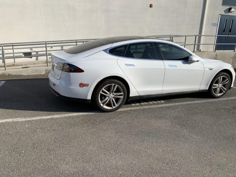 Tesla, a popular brand for electric cars can be proven to have both good and bad sides to it.